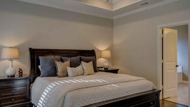 Camera da letto moderna con cabina armadio