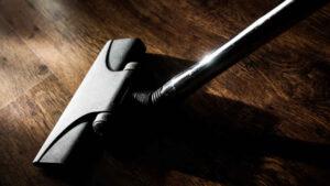 L'aspirapolvere senza fili per le pulizie